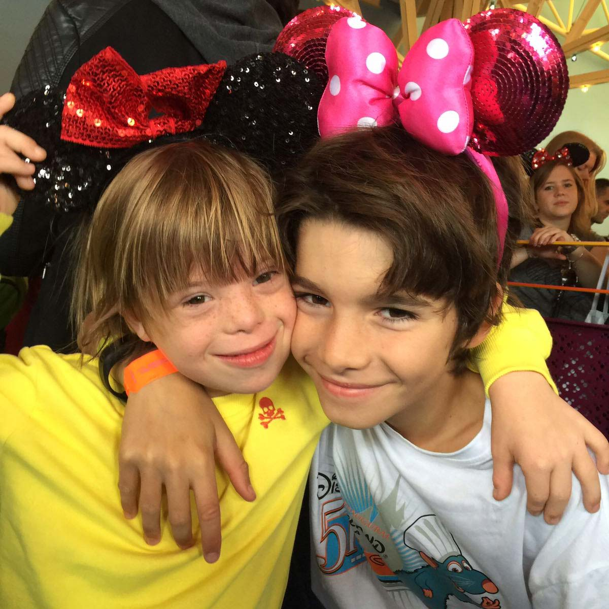samantha_disney_hermanos